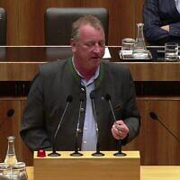 Wolfgang Zanger, député du FPÖ, le parti d'extrême droite autrichien. (Crédit : capture d'écran YouTube / ORF / UndSieBewegt)