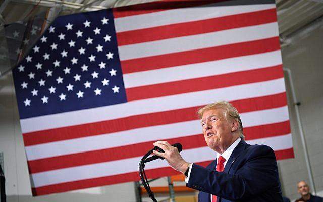 Le président américain Donald Trump parle de l'accord commercial entre le Canada, les États-Unis et le Mexique à Derco Aerospace Inc. à Milwaukee, Wisconsin, le 12 juillet 2019. (MANDEL NGAN/AFP)