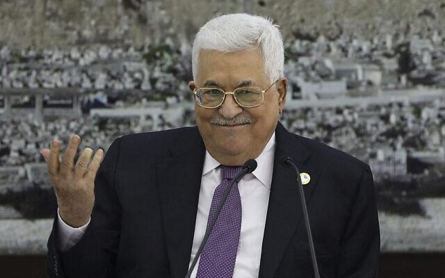 Le président de l'Autorité palestinienne Mahmoud Abbas au cours d'une réunion organisée au complexe présidentiel de la ville de Ramallah, en Cisjordanie, le 6 octobre 2019. (Crédit : Abbas Momani/AFP)