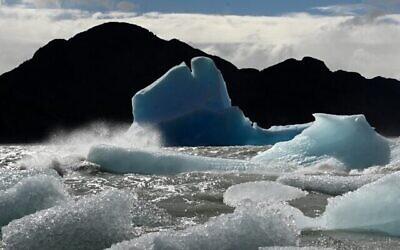 Vue des glaciers du parc national de Torres del Paine dans la région de Magallanes, Chili, le 1er novembre 2019. (Crédit : Johan ORDONEZ / AFP)