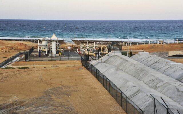 Une image d'une usine de dessalement dans la ville portuaire de Sur, le sud de la capitale Muscat, le 27 novembre 2019. (Photo par Sultan al-Hasani / AFP)