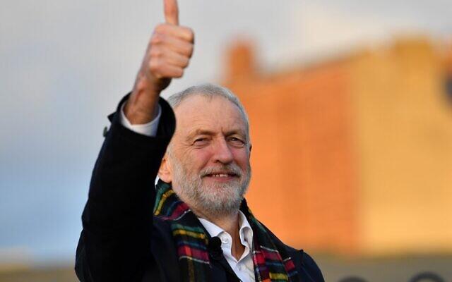 Le chef du Parti travailliste d'opposition, Jeremy Corbyn, lors d'une visite au Whitby Leisure Centre à Whitby, dans le nord de l'Angleterre, dans le cadre de sa campagne électorale, le 1er décembre 2019. (Paul Ellis/AFP)