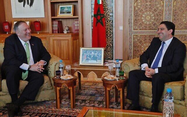 Le secrétaire d'État américain Mike Pompeo  rencontre le ministre marocain des Affaires étrangères Nasser Bourita (à droite) lors de sa visite à Rabat, le 5 décembre 2019. (AFP)