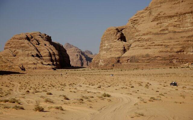 Photo prise le 25 septembre 2018 montrant une scène du désert de Wadi Rum dans le sud de la Jordanie, qui a servi de décor de cinéma. (Crédit : THOMAS COEX / AFP)
