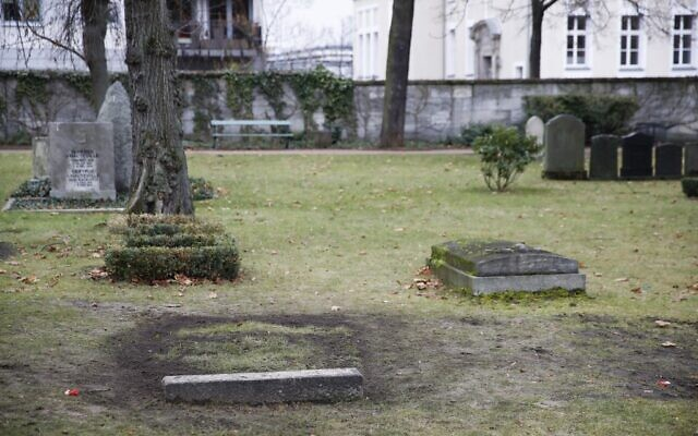 La tombe de Reinhard Heydrich, puissant chef du bureau de sécurité du Reich d'Hitler pendant la Seconde Guerre mondiale, est représentée à Berlin le 16 décembre 2019. (Crédit : Odd ANDERSEN / AFP)