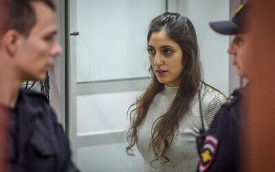 L'Israélo-américaine Naama Issachar, emprisonnée pour trafic de drogue, assiste à son audience en appel au tribunal régional de Moscou, le 19 décembre 2019. (Crédit : Kirill KUDRYAVTSEV / AFP)