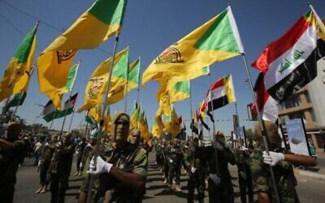 Des combattants chiites irakiens des brigades du Hezbollah soutenues par l'Iran défilent lors d'un défilé militaire à Bagdad le 31 mai 2019. (Photo AHMAD AL-RUBAYE / AFP)