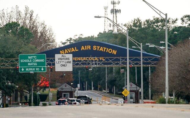 Une vue générale de la porte principale de la Pensacola Naval Air Station après une fusillade le 6 décembre 2019 à Pensacola, en Floride. (Crédit : Josh Brasted / Getty Images / AFP)