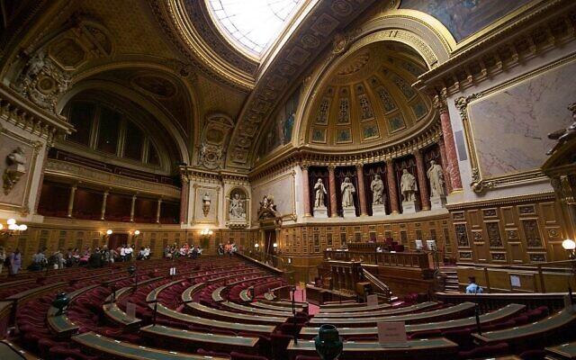 L'hémicycle duSénat françaisen septembre 2009. (Crédit : Romain Vincens / Wikimédia / CC BY-SA 3.0)