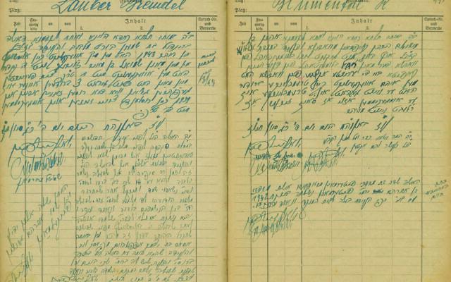 Un registre d'un tribunal rabbinique de Bergen-Belsen sur les agounot après la Shoah. (Crédit : Kedem Auction House)