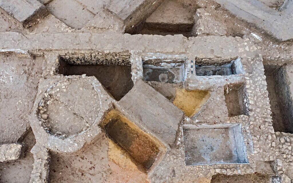 Le site de production de garum du 1er siècle à Ashkelon (Crédit : Asaf Peretz, Israel Antiquities Authority)
