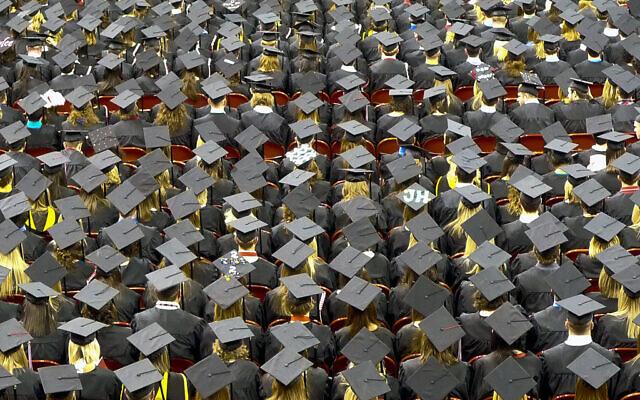 Photo d'illustration. Une cérémonie de remise des diplômes (Crédit : CC BY John Walker/Flickr)