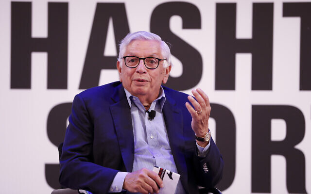 David Stern de la NBA est interviewé sur scène par Daniel Shichman de WSC Sports, à l'événement Hashtag Sports, au Times Center, le mercredi 26 juin 2019 à New York. (Crédit : Ann-Sophie Fjello-Jensen/AP Images pour Hashtag Sports)
