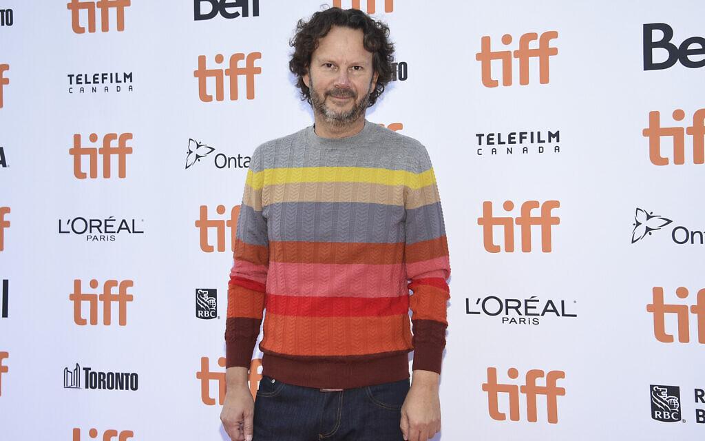 """Le producteur Ram Bergman lors de la première du film """"A couteaux tirés"""" au festival international du film de Toronto, au cinéma  Princess of Wales, le 7 septembre 2019 (Crédit :   Evan Agostini/Invision/AP)"""