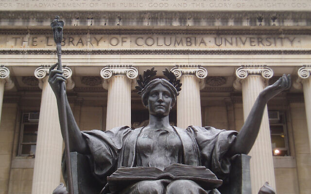 La statue Alma mater sur le campus de l'université de Columbia (Crédit : Wikimedia Commons via JTA)