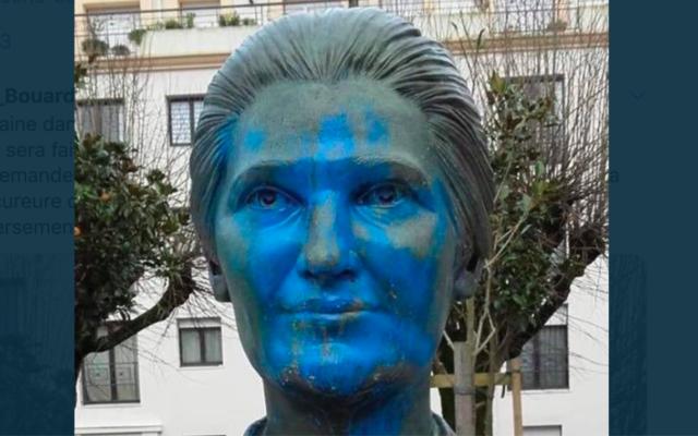 La statue de Simone Veil vandalisée à La Roche-sur-Yon. (Crédit : Luc Bouard / Twitter)