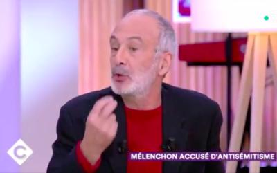 Le chroniqueur et psychanalyste Gérard Miller dans l'émission «C à vous». (Crédit : capture d'écran Twitter / C à vous / France 5)
