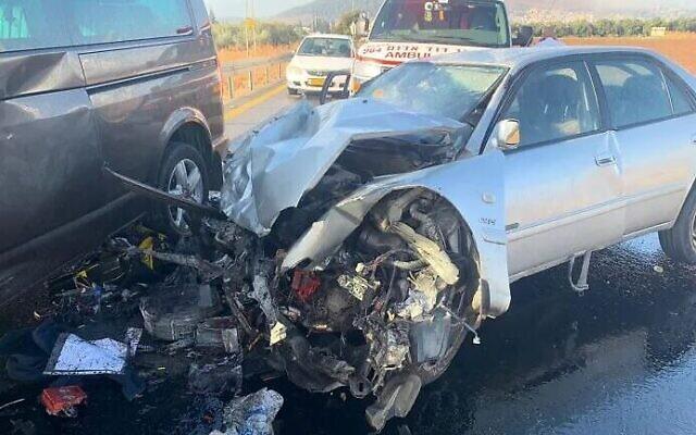 Une femme de 49 ans a été tuée dans une collision de trois voitures sur la route 767 près du village de Kfar Tavor en Basse Galilée, le 2 décembre 2019. (Crédit : Magen David Adom)
