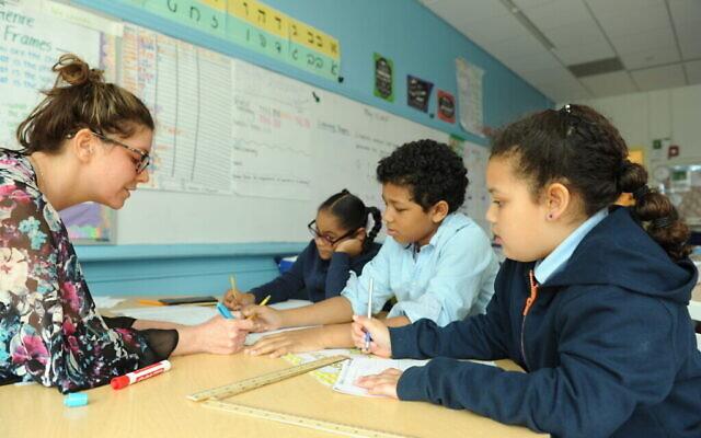 Illustration : Les élèves de la Harlem Hebrew Academy Charter School ont intégré l'hébreu dans toutes les matières, à l'exception des arts du langage en anglais. (Autorisation Hebrew Public)