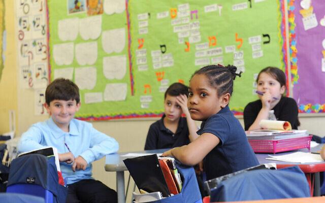 Les responsables du programme espèrent que l'étude de l'hébreu dans les premières années encouragera les étudiants à poursuivre l'étude de cette langue à l'université. (Autorisation Hebrew Public)