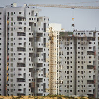 Illustration : un chantier dans la ville d'Ashdod, le 22 mars 2013.(Crédit : Moshe Shai/Flash90)