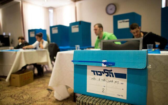 Un bureau de vote pour la primaire du Likud à Jérusalem, le 10 décembre 2014 (Crédit : Yonatan Sindel / Flash90)