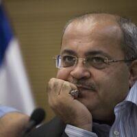 Le député Ahmad Tibi de la Liste arabe unie lors d'une réunion du comité de la Knesset, le 26 octobre 2015. (Crédit : Hadas Parush/Flash90)
