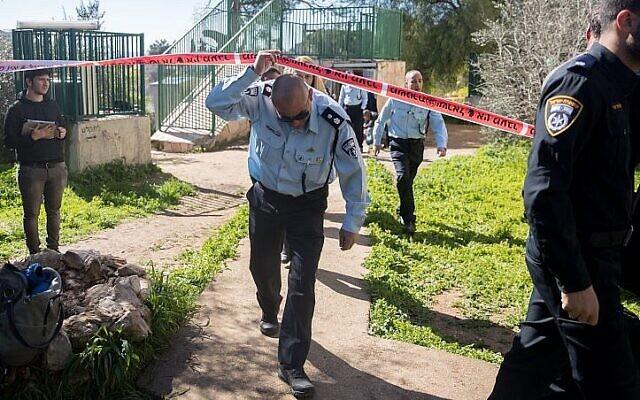 Illustration : Des policiers devant une scène de crime. (Yonatan Sindel/Flash90)