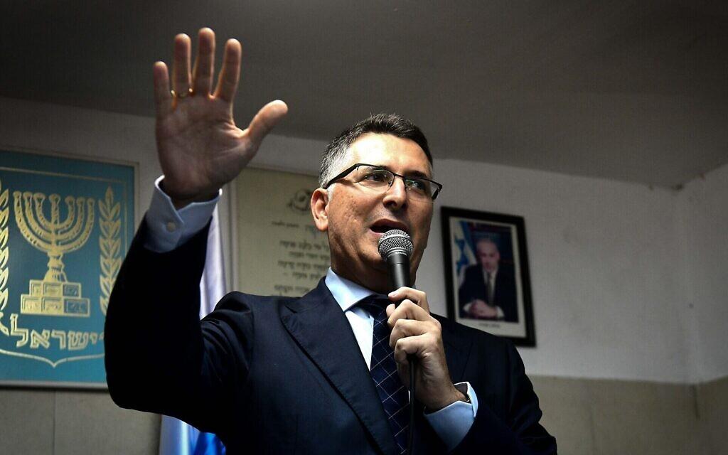 Saar applaudi et hué au congrès du Likud ; le parti abandonne les primaires