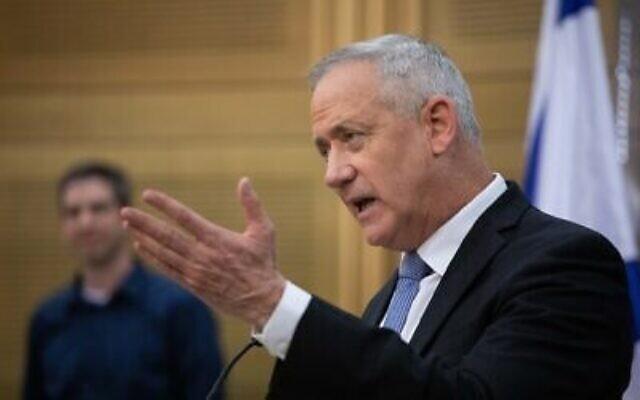 Le président du parti Kakhol lavan, le député Benny Gantz, prend la parole lors d'une réunion de faction à la Knesset, le 2 décembre 2019. (Hadas Parush/Flash90)