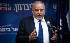 Le président du parti Yisrael Beytenu, le député Avigdor Liberman, s'entretient avec les médias lors d'une réunion de faction à la Knesset, le 2 décembre 2019. (Hadas Parush/Flash90)