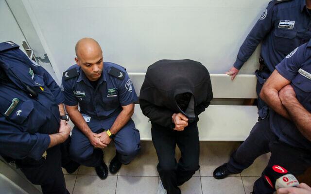 Yonatan Fadida, 29 ans, est suspecté d'avoir tué deux cyclistes dans un accident de la route, arrive pour son audience de renvoi, a=à la Cour des Magistrats de Petah Tikva, le 17 décembre 2019. (Crédit : Flash90)