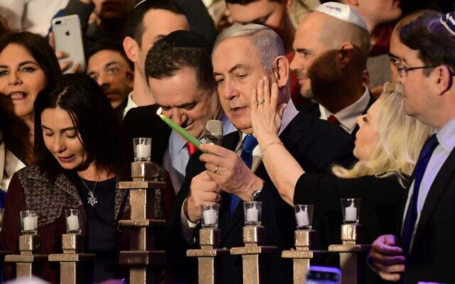 Le Premier ministre Benjamin Netanyahu assiste à un événement marquant le huitième soir de Hanoukka, le 29 décembre 2019. (Tomer Neuberg/FLASH90)