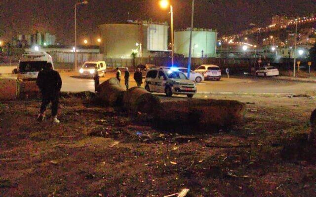 La zone industrielle de Haifa où le corps d'un homme, non identifié, a été retrouvé après un incendie, le 16 décembre 2019. (Crédit : police israélienne)