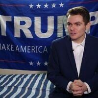 Nick Fuentes, étudiant conservateur et partisan du président américain Donald Trump, répond à une question lors d'un entretien avec l'Agence France-Presse à Boston, Massachusetts, le 9 mai 2016. (WILLIAM EDWARDS/AFP)