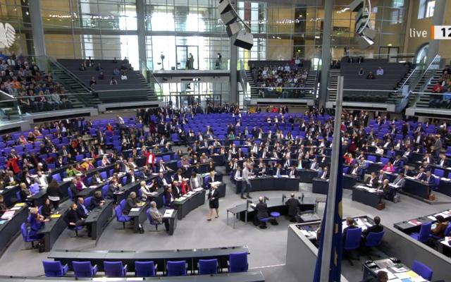 Le Bundestag vote en faveur d'une résolution appelant le gouvernement allemand à interdire les activités du Hezbollah en Allemagne, le 19 décembre 2019. (Autorisation : Bundestag.de)