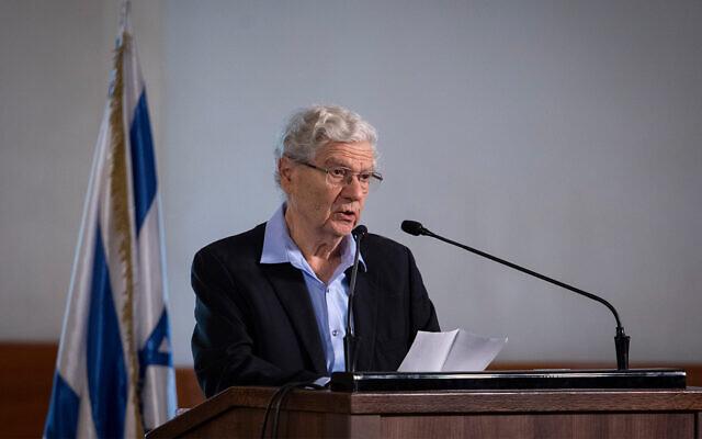 L'ancien juge en chef de la Cour suprême Aharon Barak prononce une allocution lors des funérailles du défunt président de la Cour suprême Meir Shamgar à la Cour suprême de Jérusalem, le 22 octobre 2019. (Hadas Parush/Flash90)