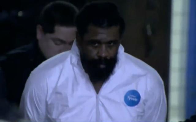 Thomas Grafton, le suspect de l'attaque à la machette à Monsey, dans l'État de New York, après son arrestation, le 29 décembre 2019. (Capture d'écran: CBS)