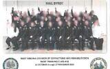 Une photographie d'agents de l'administration pénitentiaire en formations en Virginie occidentale, faisant le salut nazi (Crédit : Département des Affaires militaires et de la sécurité publique de Virginie occidentale)