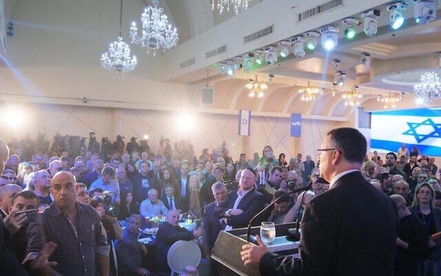 Le membre du Likud Gideon Saar lance sa campagne pour les primaires à la présidence du Likud avant les élections à la Knesset à Or Yehuda, le 16 décembre 2019 (Autorisation)