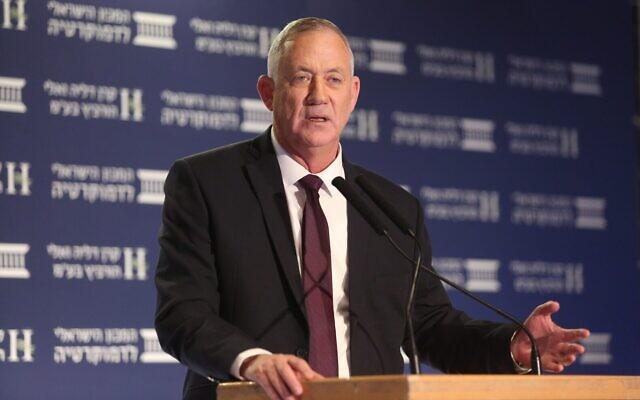 Benny Gantz à la conférence Eli Hurvitz sur l'économie et la société organisée par l'Institut israélien de la démocratie, 17 décembre 2019 (Crédit : Michal Fattal)