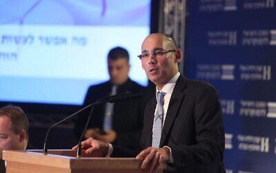 Le gouverneur de la Banque centrale d'Israël, Amir Yaron, intervient lors de la Conférence Eli Hurvitz sur l'Économie et la Société organisée par l'Institut, le 17 décembre 2019. (Crédit: Michal Fattal)