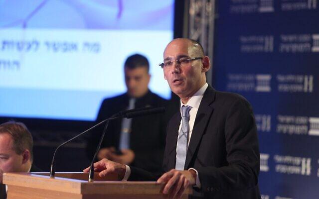 Le gouverneur de la Banque centrale d'Israël, Amir Yaron, intervient lors de la Conférence Eli Hurvitz sur l'Économie et la Société organisée par l'Institut israélien de la démocratie, le 17 décembre 2019. (Crédit: Michal Fattal)