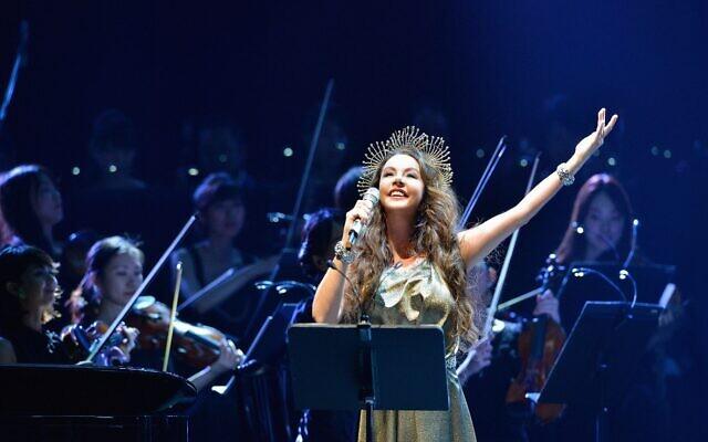 La soprano anglaise Sarah Brightman se produira pour la première fois en Israël, le 9 juillet 2020. (Crédit : Sarah Brightman)