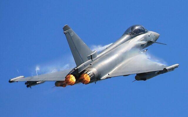 Un Typhoon  de réaction rapide de la Royal Air Force en vol. (Crédit : Royal Air Force)