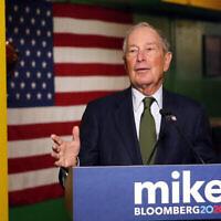 Dans cette photographie du 26 novembre 2019, le candidat à l'investiture Démocrate Michael Bloomberg parle aux médias à Phoenix. (AP Photo/Rick Scuteri)