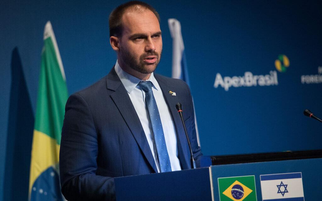Eduardo Bolsonaro, député fédéral brésilien et fils du président du Brésil Jair Bolsonaro, s'exprime lors de l'un événement pour l'ouverture de l'Agence brésilienne de promotion du commerce et de l'investissement à Jérusalem, le 15 décembre 2019. (Photo par Hadas Parush/Flash90)