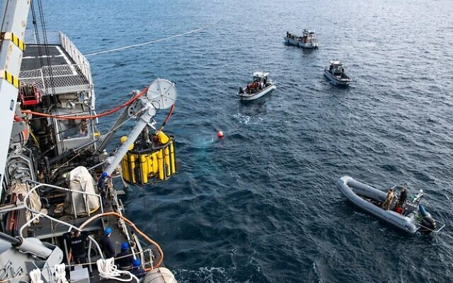 L'unité israélienne Shayetet 13 et la marine italienne conduisent un exercice simulant un incident où sous-marin aurait coulé.  (Crédit : armée israélienne)