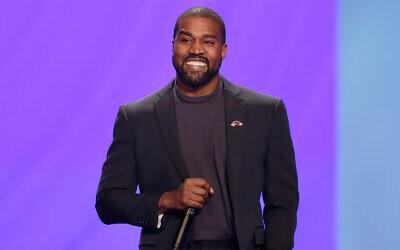 Kanye West répond aux questions du pasteur Joel Osteen lors d'une cérémonie à l'Eglise Lakewood à Houston, le dimanche 17 novembre 2019. (AP/Michael Wyke)