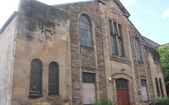 Le bâtiment qui abritait autrefois la synagogue Langside à Glasgow en Ecosse, photographié en 2017. (Crédit : Michael Mail/Ta Fondation pour l'héritage juif via JTA)